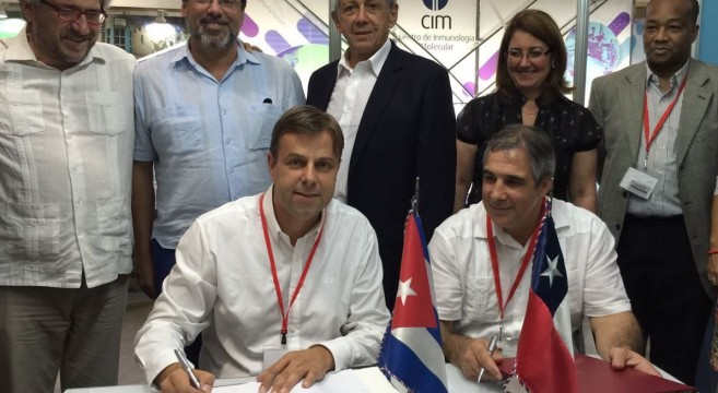 Alcalde de Puente Alto participa en la firma de acuerdo en beneficio de farmacias populares